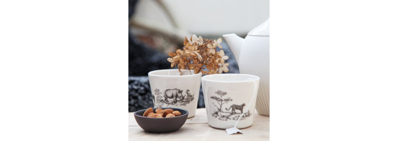 Dyr fra savannen på smuk hvid porcelæn af Jeanette Hiiri