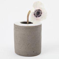 Stilrene vaser i stentøj af Alexandra Nilasdotter