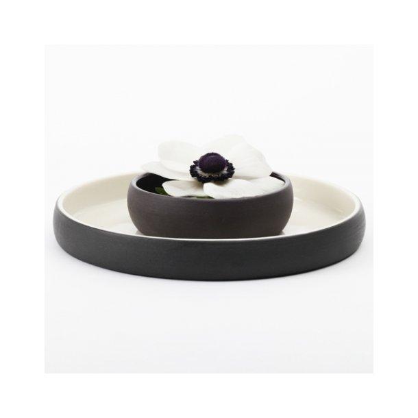 Helle Gram - Keramik håndlavet tallerken/kagetallerken chubby, sort