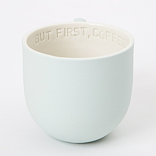 Helle Gram - Keramik chubby kop med tekst, mint, tekst: But first, coffee
