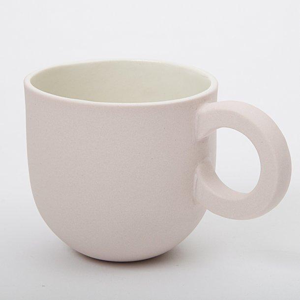 Helle Gram - Keramik chubby kop med rund hank, lyserød