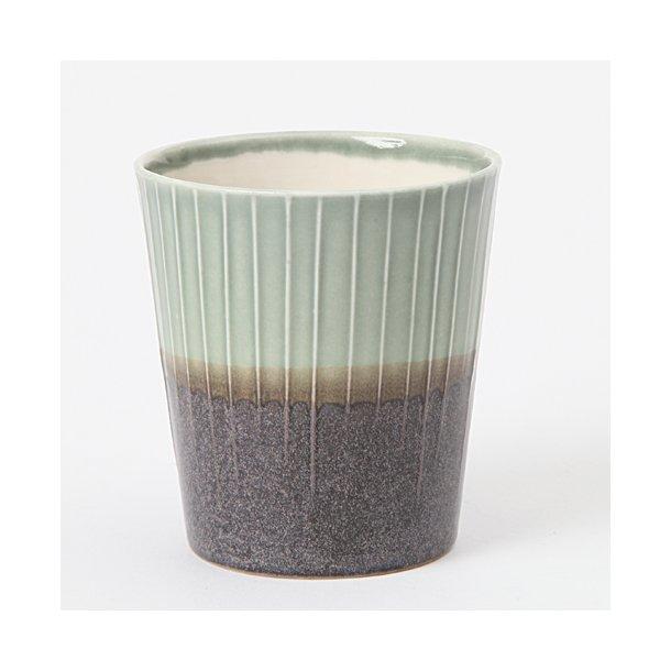 Clib Klap - Keramik håndlavet kop, lodrette riller, mørkebrun og lysegrøn