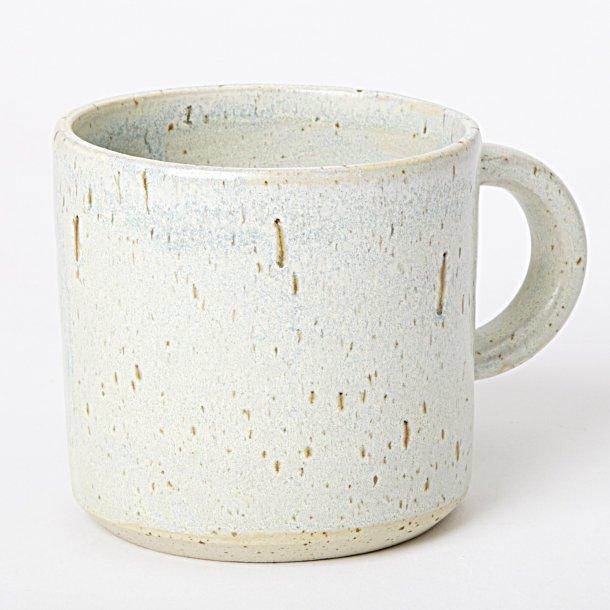 Julie Damhus Handmade - Keramik håndlavet kop med hank, lys mint