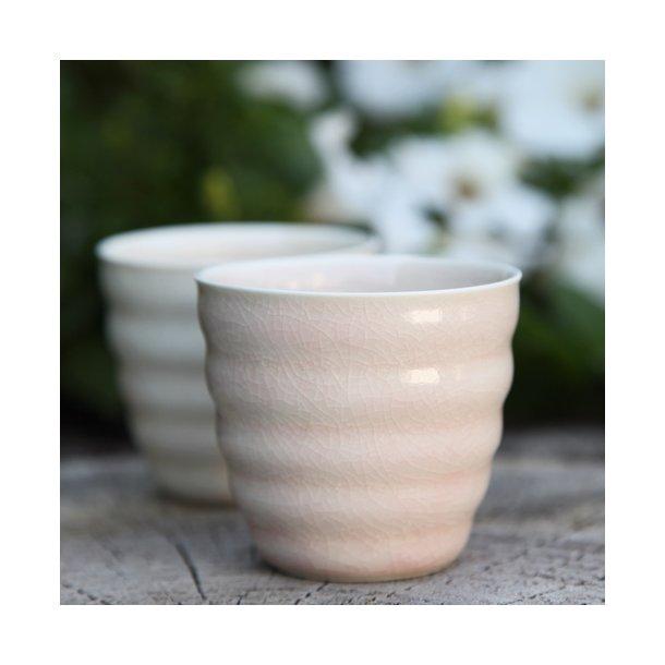 Hanne Bertelsen - Keramik rille kop lav, svag lyserød