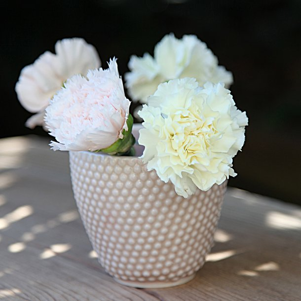 Hanne Bertelsen - Keramik håndlavet urtepotteskjuler Prik, mini, nude