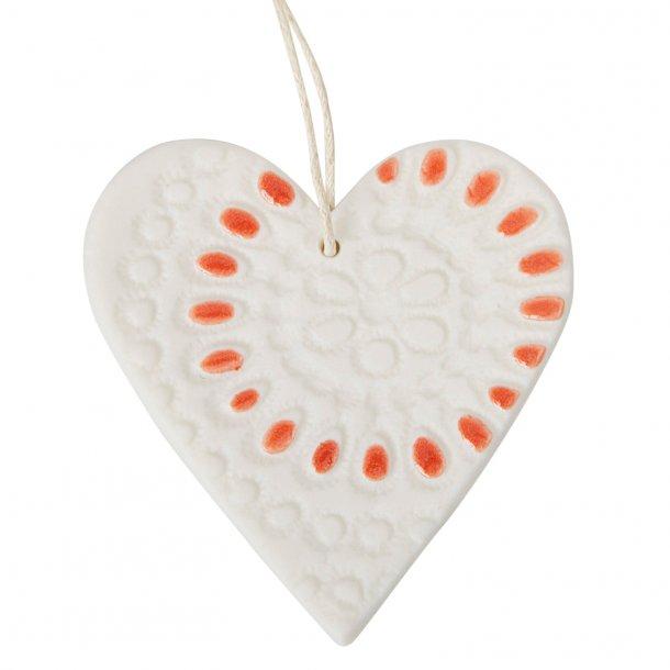 Jeanette Hiiri - Keramik håndlavet julehjerte med unikt mønster i hvid og røde prikker