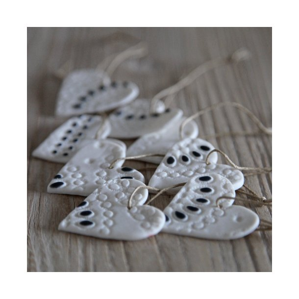Jeanette Hiiri - Keramik håndlavet julehjerte med unikt mønster lille, hvid og grå