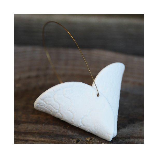 Jeanette Hiiri - Keramik håndlavet julepynt, hjerte kræmmerhus, 2 stk m kobberhank, hvide m mønster