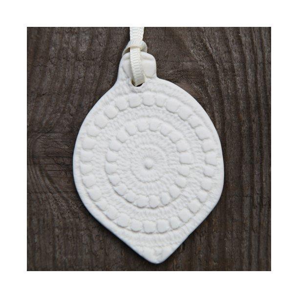Kim Wallace - Keramik julekugle Bauble, med mønster foran og tekst bagpå, lille