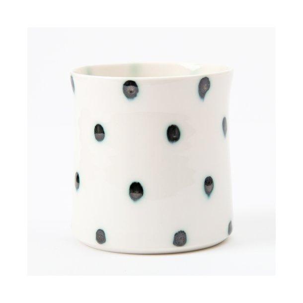 Kirsten Høholt - Keramik håndlavet kop prikket, hvid og mørkeblå