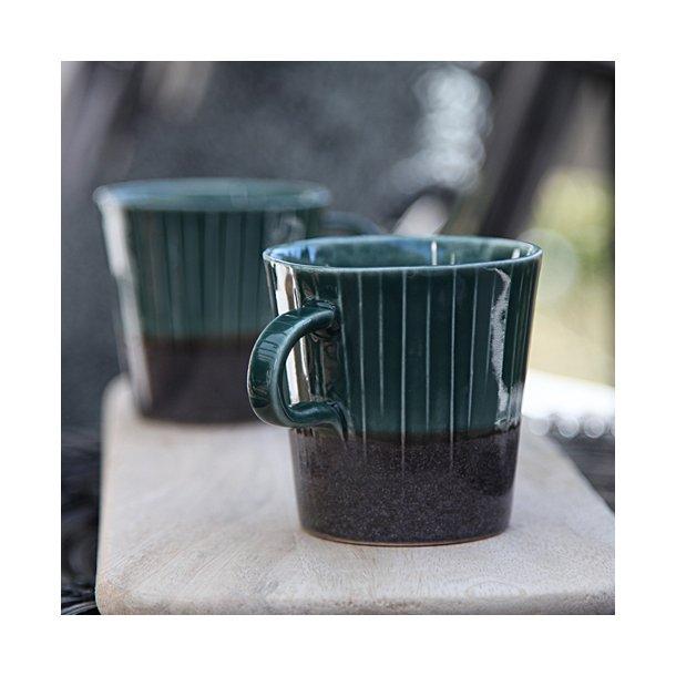 Clib Klap - Keramik håndlavet kop, lodrette riller, mørkebrun og mørkegrøn, mellem med hank