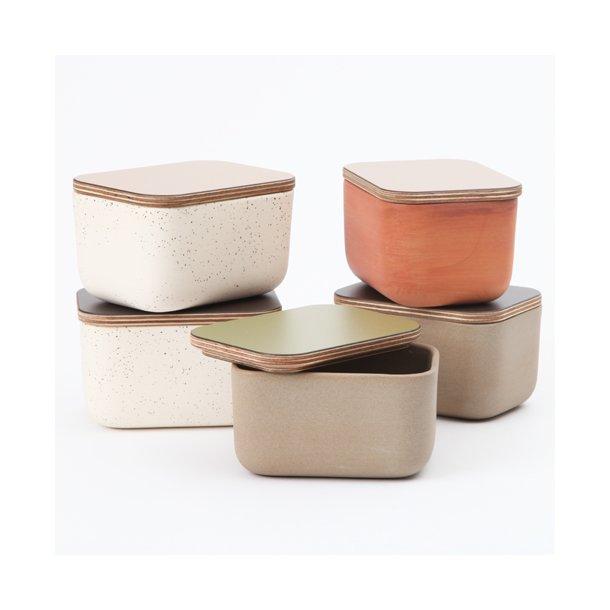 Mette Duedahl - Keramik håndlavet smørskål 'butterbox', varm rød med grønt låg