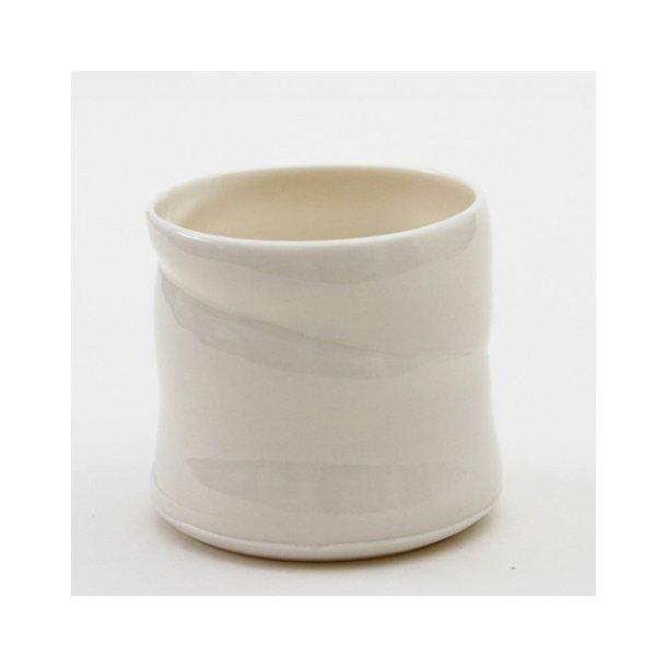 Christian Bruun - Keramik håndlavet kop uden hank i hvid, tynd porcelæn