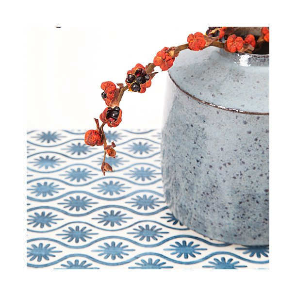 Made a Mano - Lavasten håndlavet bræt, blå