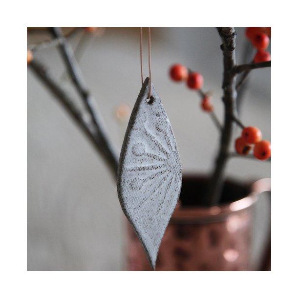 Silje Bartolj - Keramik håndlavet julepynt blad, beige/lysebrun m unika mønster