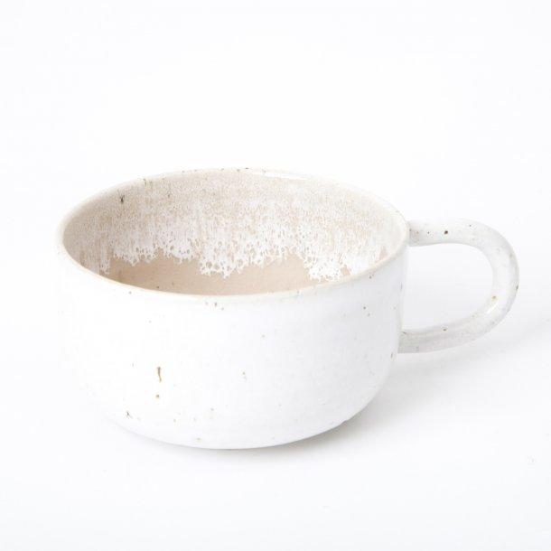 Tasja P. ceramics - Keramik håndlavet kop med hank, hvid og dusty rose