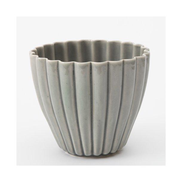 keramik urtepotteskjuler Hanne Bertelsen   Keramik urtepotteskjuler Rille, lille, grå  keramik urtepotteskjuler